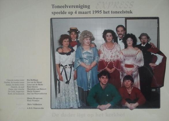 Toneelvereniging Express 1995 speelt 'De dader ligt op het kerkhof.'
