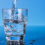 Flesje water voor senioren in Vledderveen